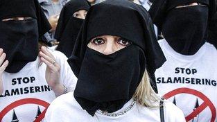 Belgičanky protestující proti islamizaci Evropy