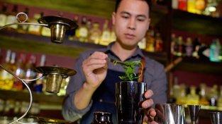 Koktejl vyrobený na počest hovězího vývaru pho obsahuje bylinky a koření, které jsou jeho nepostradatelnou součástí