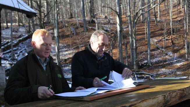 Generální ředitel Lesy ČR Daniel Szórád (vlevo) byl dnes ze své funkce odvolán