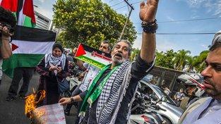 Proti otevření americké ambasády se protestovalo nejen v Palestině ale i po celém světě
