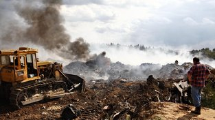 Každý rok se v okolí Moskvy nahromadí 11 milionů tun odpadků. Občas na skládce vypukne požár, jindy zas uniknou do ovzduší nebo vody toxické látky...