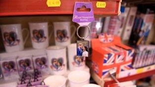 Byznys se suvenýry jede na plný plyn, královské svatby jsou plná média, zajímá ale běžné Brity?
