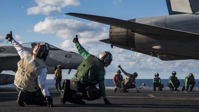 Z letadlových lodí se stávají nové symboly politické moci. Ilustrační snímek