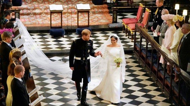 Šaty Meghan Markleové zaujaly svou jednoduchostí