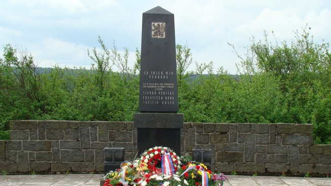 Pomnik_vzbourencum