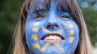 Evropou můžete být nadšeni. A když ne, tak vás o tom přesvědčí kampaň koupená za vaše peníze.  EPA/EFE