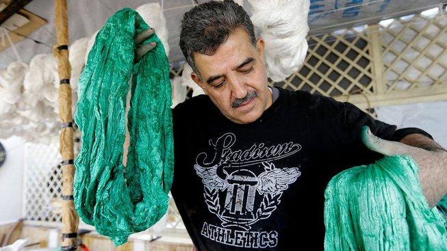Tradice barvení hedvábí v Sýrii kvůli válce prakticky skončila