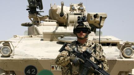 Němci sešrotují tanky a ovládnou nás eurem. Dá se tomu věřit?