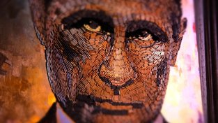 Portrét Vladimira Putina z nábojnic