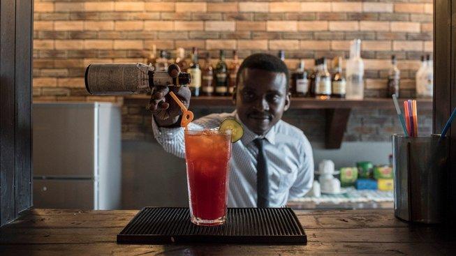 Nigerijci milují svůj národní koktejl Chapman