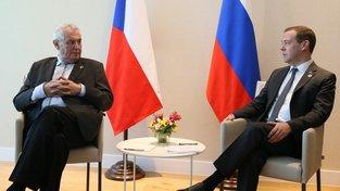 Český prezident Miloš Zeman a ruský premiér Dmitrij Medveděv