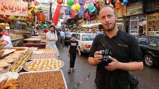 Muhammad Damúr strávil v armádě 10 let, nyní byl propuštěn do civilu a sní o dráze novináře