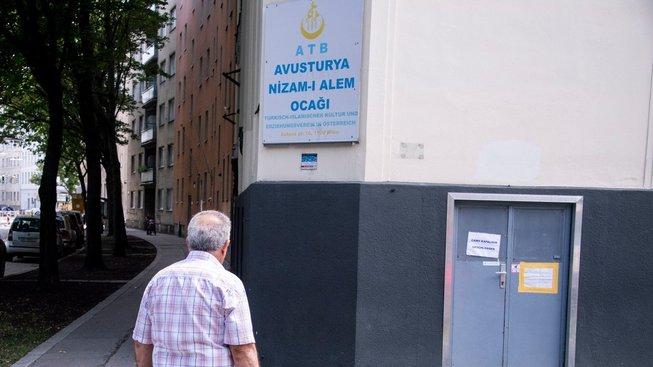 Rakousko zavře sedm mešit a vypoví několik imámů
