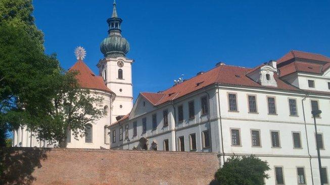Pohled na klášter od Pivovarského rybníku