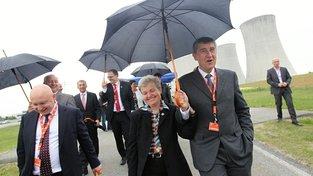 Andrej Babiš s šéfem ČEZ Danielem Benešem (vlevo) při návštěvě Dukovan