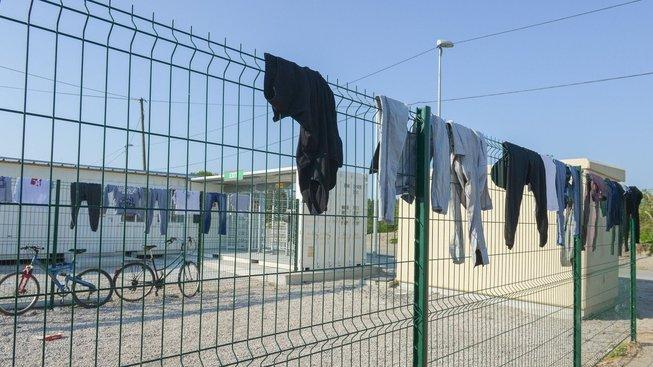"""""""Džungle"""" v Calais v roce 2016"""