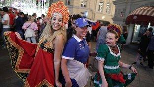 Ruské fanynky slaví vítězství svého týmu nad Egyptem