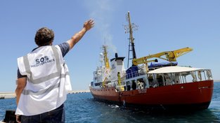Španělsko přijalo šest stovek migrantů z lodi Aquarius