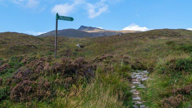 Šlechtici se lidé stanou díky koupi pozemku ve Skotsku. Ale jenom jako. Ilustrační snímek