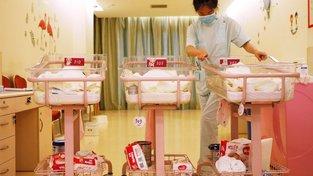 Personál luxusního poporodního centra se nepřetržitě stará o matku i o dítě