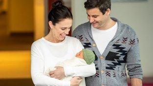 Jacinda Ardern s manželem představili svou dceru
