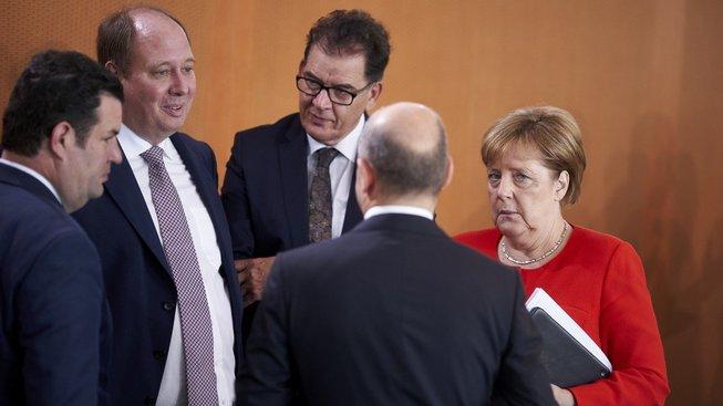 Německý vládní kabinet stále řeší spor ohledně migrace
