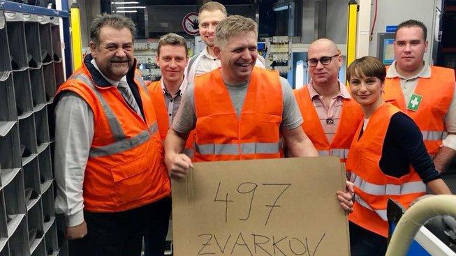 Robert Fico po noční směně v továrně v Lozorně