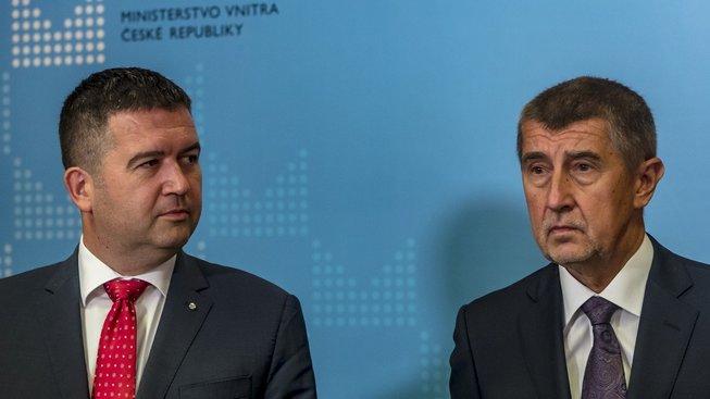 Miloš Zeman pověřil místo Miroslava Pocheho (ČSSD) vedením ministerstva zahraničí jeho stranického šéfa a nového ministra vnitra Jana Hamáčka.
