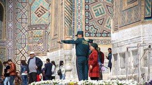 Turistické hlídky na první pohled vypadají jako policisté, mají však pomoci tápajícím turistům