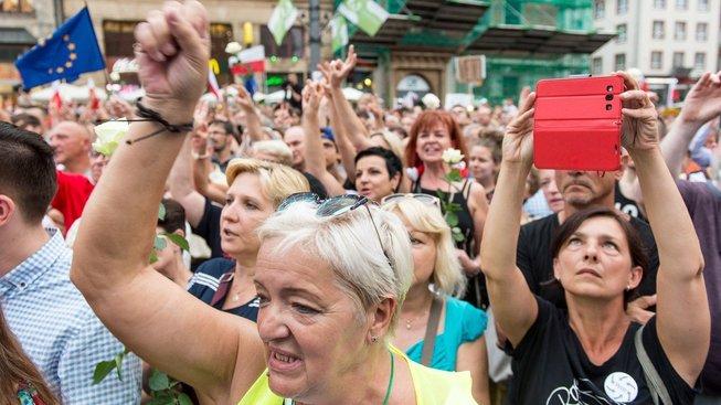 Z loňských protestů, zákon se nelíbí i mnohým Polákům