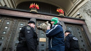 Fanoušci Bohemians před dvěma roky demonstrovali před pražským magistrátem za koupi stadionu městem. Dnes je městská podpora sportu v hledáčku policie