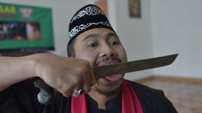 Indonéský debus v sobě spojuje bojové umění a kouzelnictví