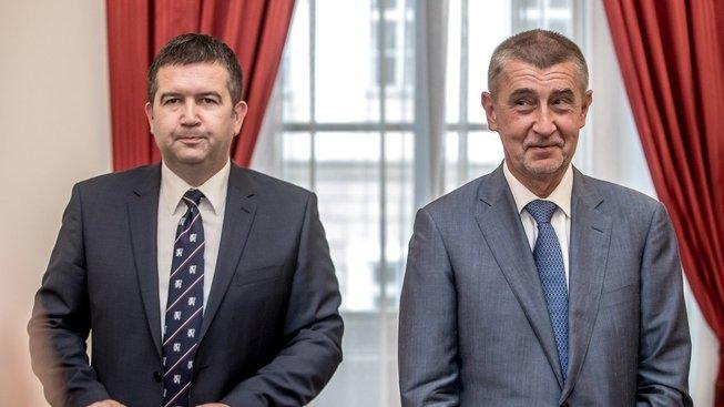 Jan Hamáček a Andrej Babiš po úterním podpisu koaliční smlouvy