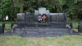 Památník zavražděným rodinám z Českého Malína