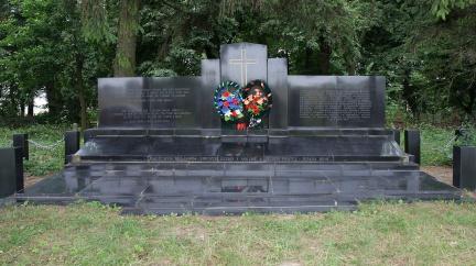 V ohni umíraly celé rodiny. Masakr Čechů na Volyni je dodnes záhadou