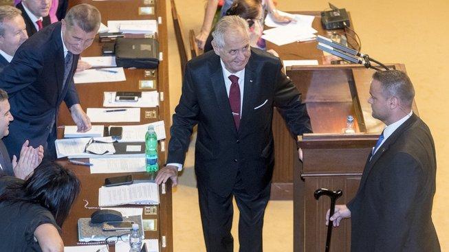 Miloš Zeman podpořil vznik vlády před hlasováním o důvěře ve Sněmovně. Měnit ministra zahraničí už nehodlá