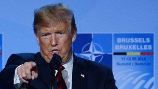 Chovejte se slušně k Putinovi a nebuďte na něj agresivní, vzkazuje Trump Evropě