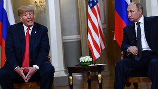 Donald Trump a Vladimir Putin během pondělního setkání