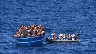 Uprchlíci zachránění ve Středozemním moři se do Itálie dostanou pouze dáky unijní misi Sophia