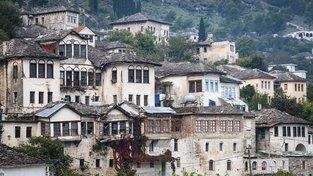 Město Gjirokastër zapsané na seznam UNESCO chátrá