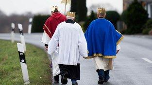 Pohled do budoucna, Babiš s Hamáčkem (a Filipem) vyrážejí na koledu. Připravte si drobné
