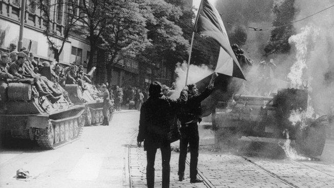 21. srpen 1968 - tragický den našich dějin. Tanky převálcovaly rodící se svobodu.