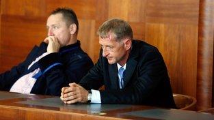 Roman Janoušek (vpravo) u soudu v roce 2014