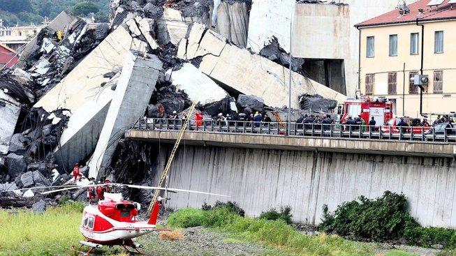 Záchranáři nevylučují, že by pod troskami mohli najít ještě nějaké přeživší