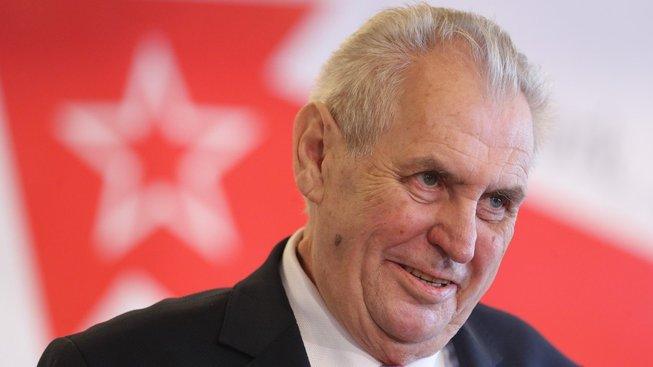 Poněkud hořký je i fakt, že ke vpádu tanků Varšavské smlouvy prezident sice mlčí, ale mít proslov na sjezdu KSČM v Nymburku mu přišlo jako dobrý nápad.