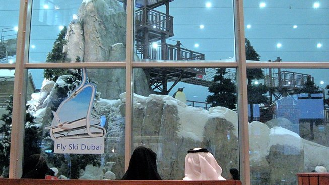 Lyžování v Dubaji: Venku přes 45, uvnitř mínus tři. Je to normální?