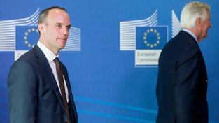 Dominic Raab a Michael Barnier v Bruselu