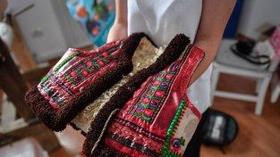 """Dior se """"inspiroval"""" tradiční rumunskou vestou cojocel binsenesc"""