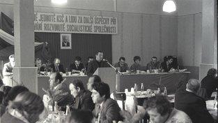 Snímek z konference KSČ z roku 1984