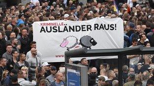 V pondělí proběhly v německé Saské Kamenici demonstrace proti přistěhovalcům
